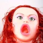 Sexpuppe Amber mit geöffneten Mund